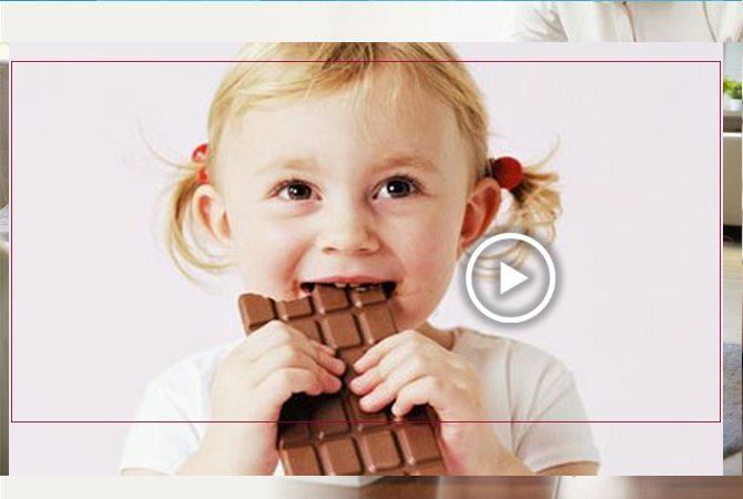 çocuk zararlı bir şeyi yemeye yönelmişken